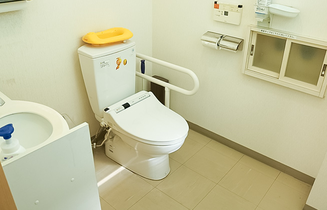 トイレのスペースを広くとっていますので、お子様と一緒にゆったり利用して頂けます。