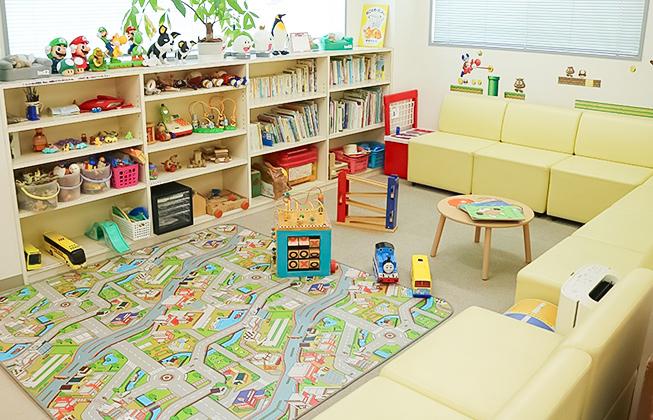 キッズルームには、絵本やおもちゃの用意があります。